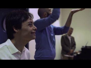 """Chicote observa con lágrimas en los ojos cómo Héctor dirige el coro social del Teatro Real: """"Me has emocionado mucho, de verdad"""""""