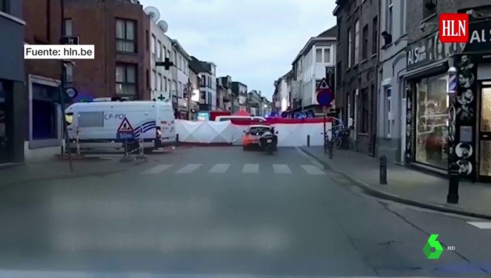 VÍDEO DE REEMPLAZO - La Policía abate a tiros a un hombre en Gante tras apuñalar a dos personas