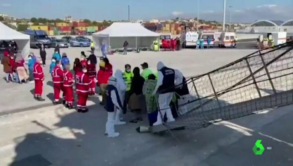 El Open Arms desembarca a 363 migrantes rescatados en el Mediterráneo en Pozzalo, Sicilia