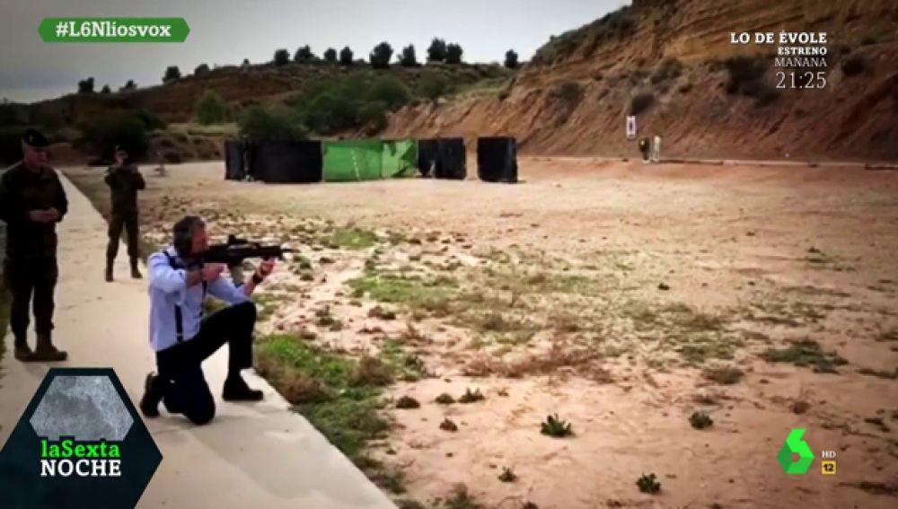 Captan a Ortega Smith disparando con un fusil