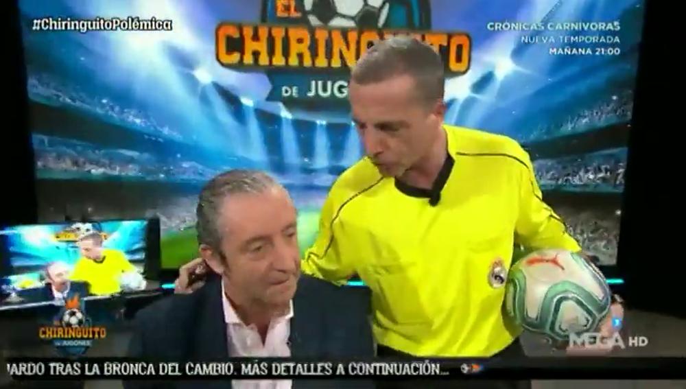 """La última de Cristóbal Soria: asusta a Pedrerol y entra al plató de 'El Chiringuito' con """"la camiseta del Real Madrid"""""""