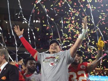 Mahomes celebra el triunfo en la Super Bowl 2020