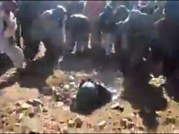 Imagen de la mujer lapidada en Afganistán