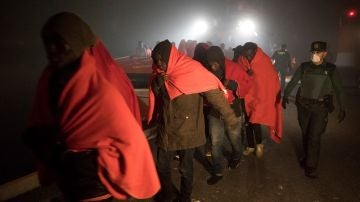 Imagen de las personas rescatadas por Salvamento Marítimo
