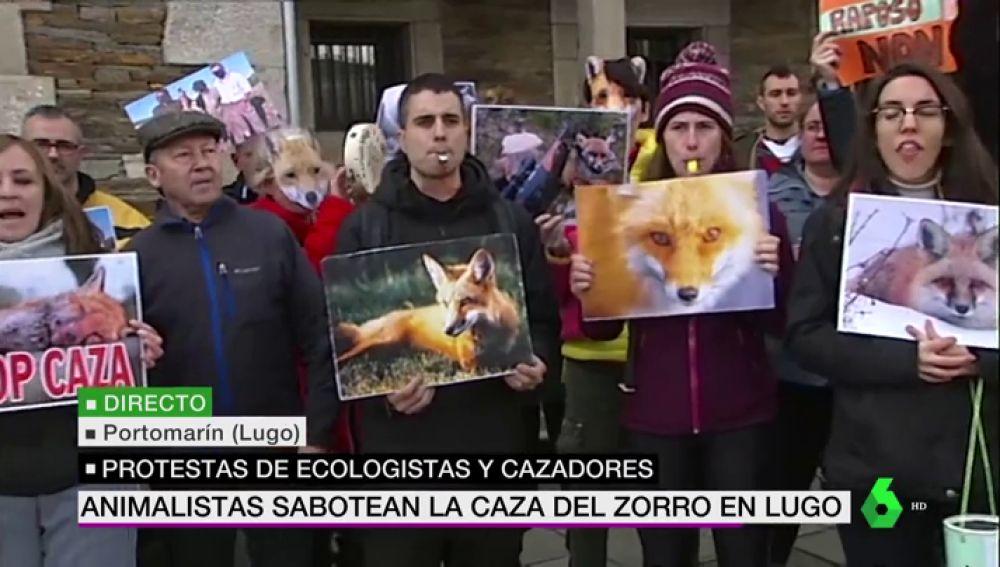 Imagen de animalistas y ecologistas durante la protesta contra la caza del zorro en Lugo.