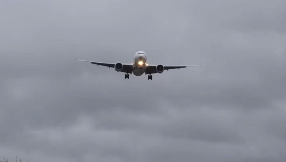 Avión aterrizando en Heathrow