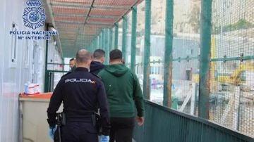 Los detenidos por patronear una patera desde la costa argelina
