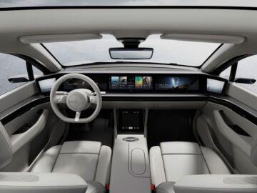 Interior del Vision S, el primer prototipo de coche eléctrico de Sony. EFE_643x397