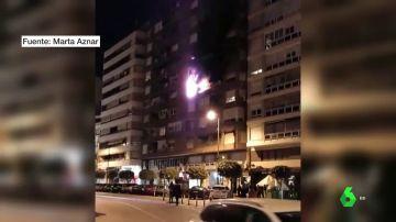 Imagen de las llamas del incendio en una vivienda de Alzira, Valencia