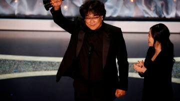 El cineasta coreano Bong Joon-ho en los Oscar 2020