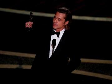 Brad Pitt recoge el Oscar a Mejor Actor secundario