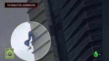 Un saltador base se queda enganchado tras saltar desde lo alto de un edificio de 40 pisos