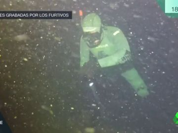 laSexta graba en exclusiva a los pescadores furtivos que esquilman el mar en Galicia