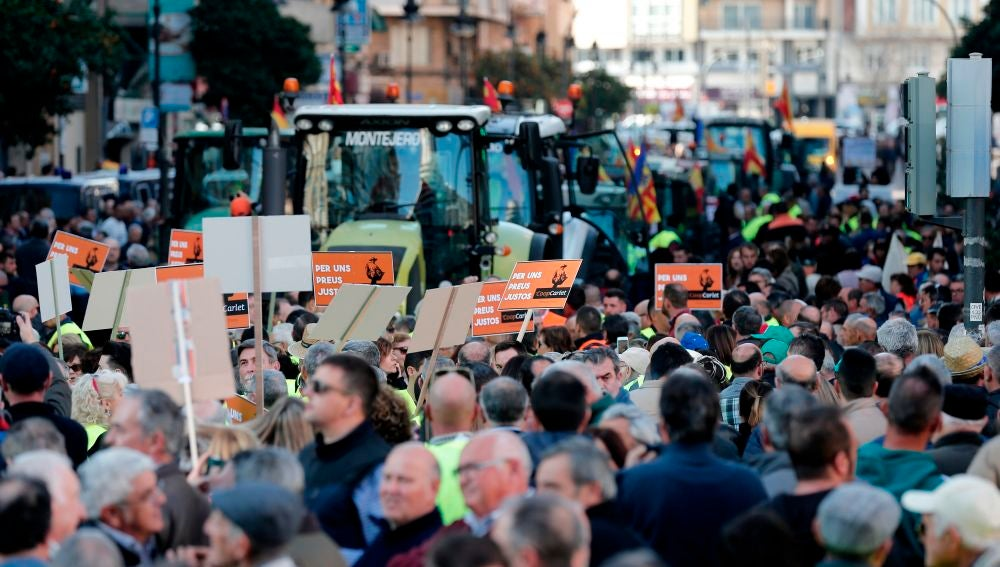 Cientos de tractores protestan en Valencia