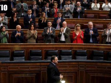 José Luis Ábalos, aplaudido por la bancada socialista durante la sesión de control