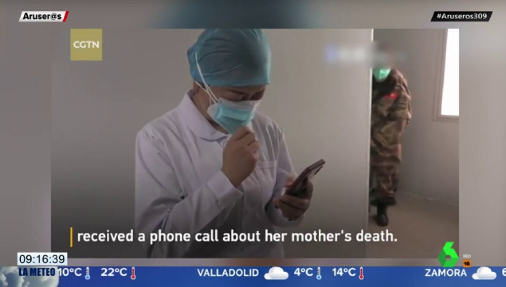 Una enfermera que lucha contra el coronavirus no abandona su trabajo al enterarse de la muerte de su madre
