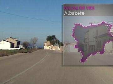 """Vivir en Balsa de Ves, un pueblo convertido en el """"gestor de residuos de toda España"""" por una macrogranja"""