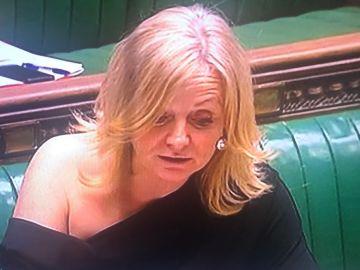Imagen de Tracy Brabins, diputada de la Cámara de los Comunes, durante la sesión del Parlamento británico.