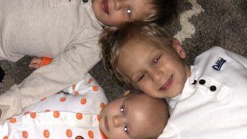 Imagen de los tres hermanos que padecen el mismo cáncer.