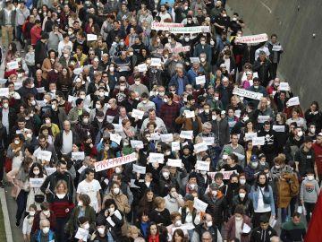 Multitudinaria manifestación de vecinos de Eibar, Ermua y Elgeta
