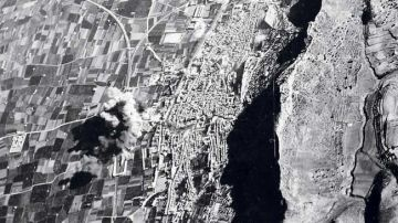 Imagen del bombardeo de Xàtiva tomada por los aviones fascistas