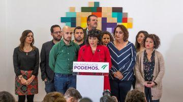 Teresa Rodríguez rodeada de sus compañeros en una rueda de prensa