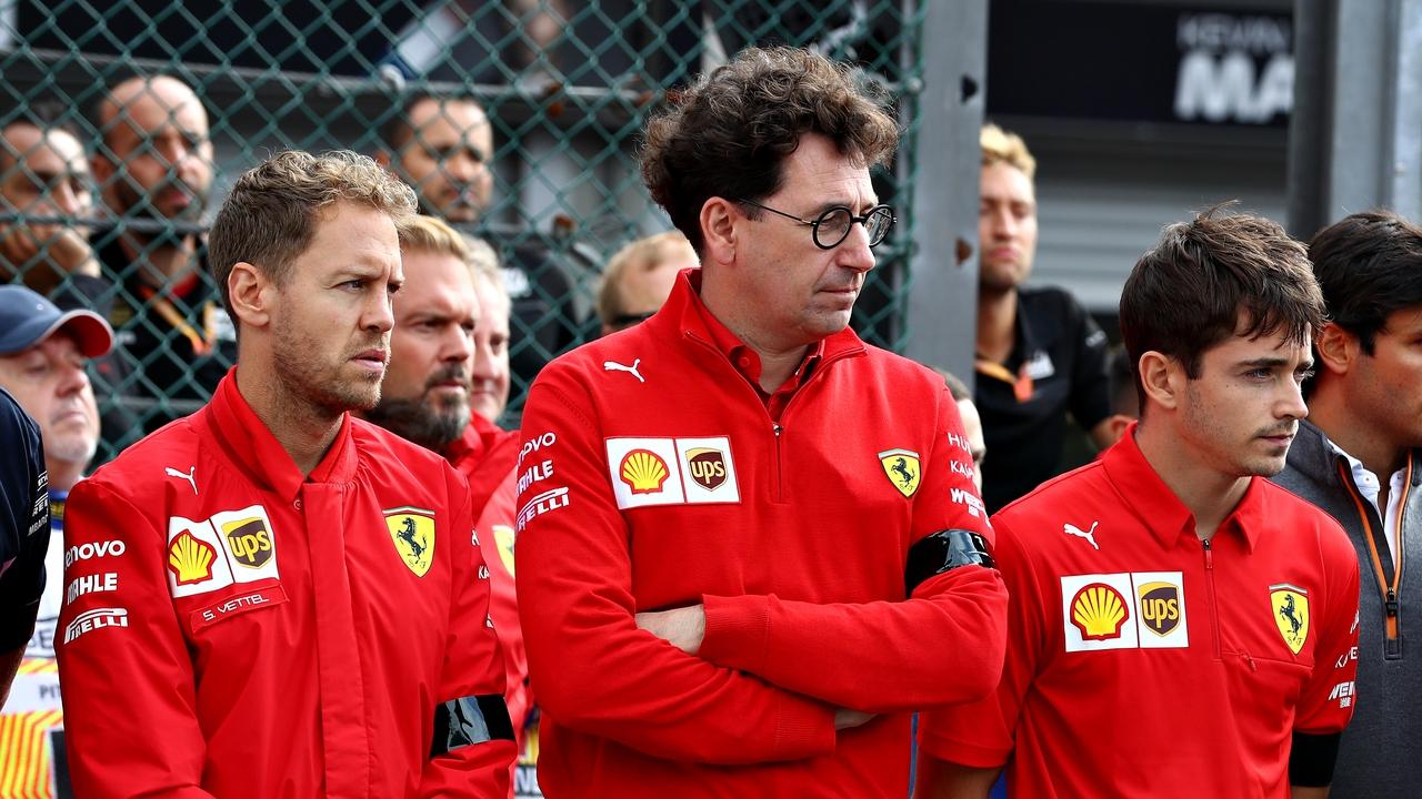 Mattia Binotto junto a sus dos pilotos: Charles Leclerc y Sebastian Vettel