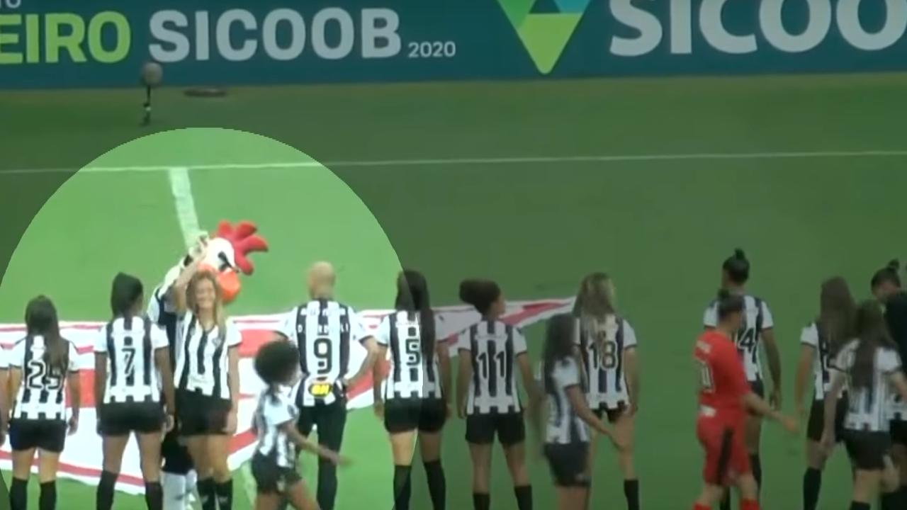 El obsceno gesto del 'Galo Doido' con una de las jugadoras del Atlético Mineiro