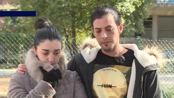 Los padres de la niña que cayó por una ventana de un colegio