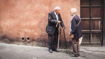 Conversación entre ancianos