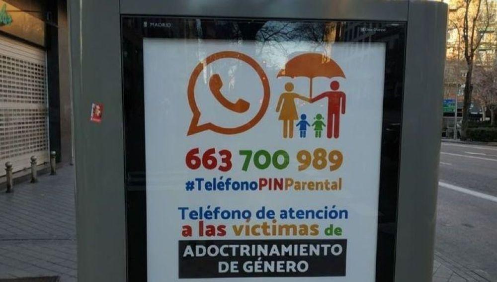 Publicidad de Hazte Oír en una marquesina de Madrid