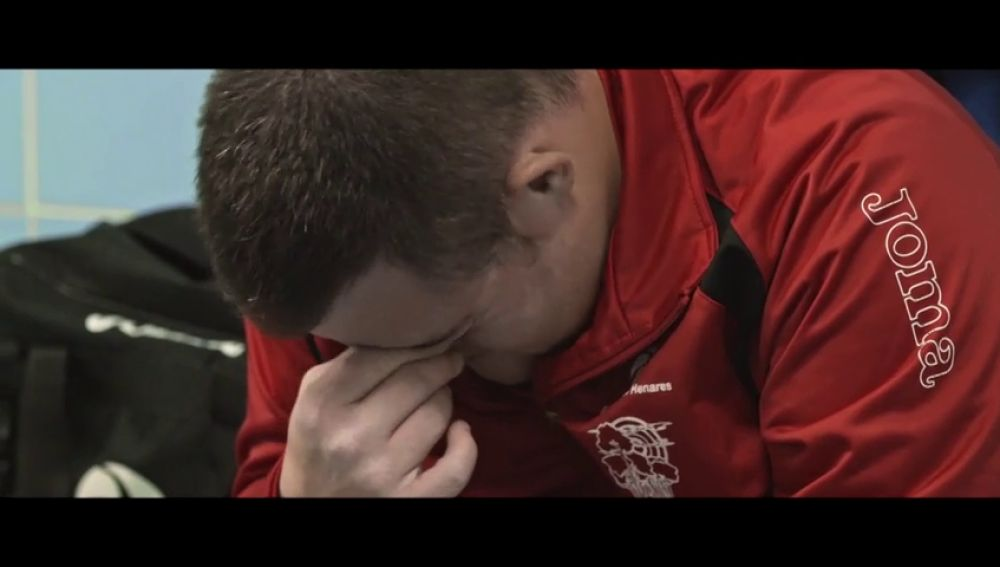 """Las lágrimas de Roberto al recibir un regalo de Alberto Chicote: """"Nunca olvidaré tu primer partido como entrenador"""""""