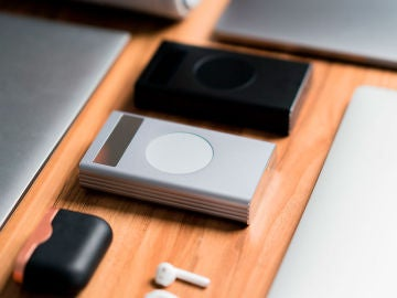 El aspecto de esta batería nos recuerda a los iPod originales