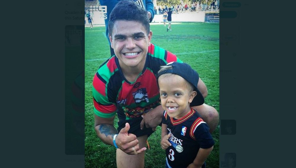 Imagen del niño australiano que sufre acoso con su equipo de rugby favorito