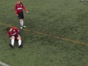 Jane O'Toole recolocándose la rodilla