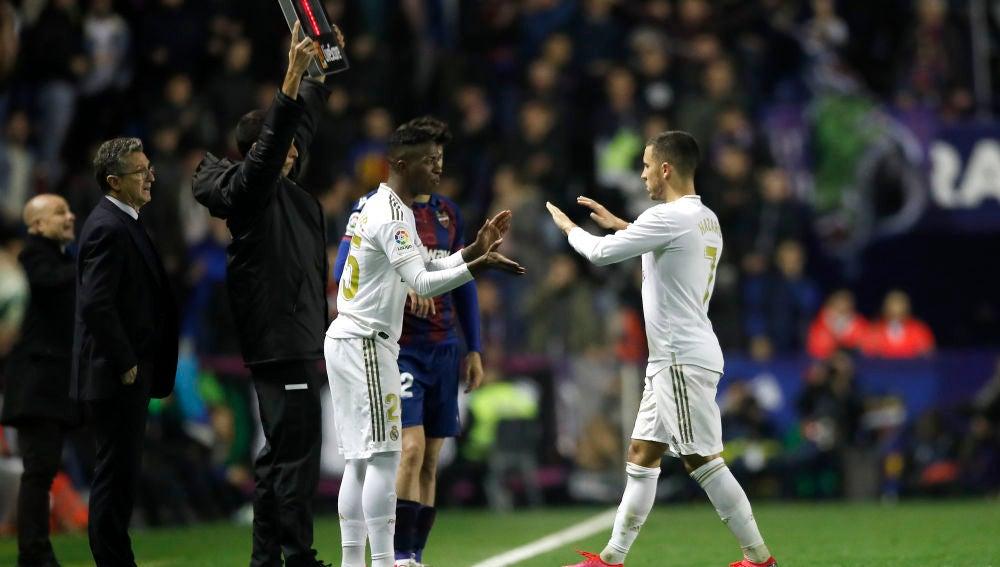 Momento del cambio de Hazard tras su lesión