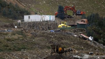Los responsables del vertedero de Zaldibar se libran de la cárcel tras llegar a un acuerdo con las familias de los fallecidos