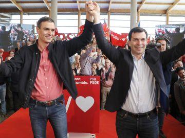 Pedro Sánchez, junto a Gonzalo Caballero