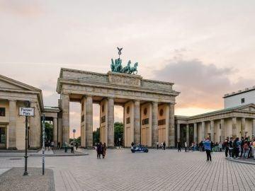 La Puerta de Brandeburgo, antigua puerta de entrada a Berlín y uno de los principales símbolos de la ciudad.