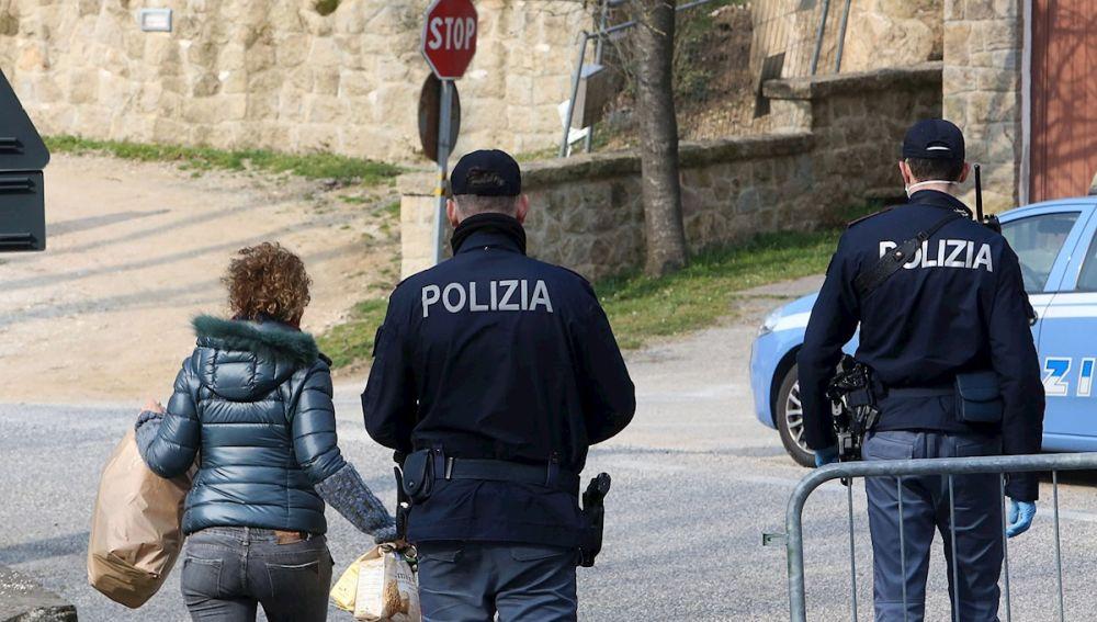 La Policía italiana en Milán, tras la llegada del coronavirus