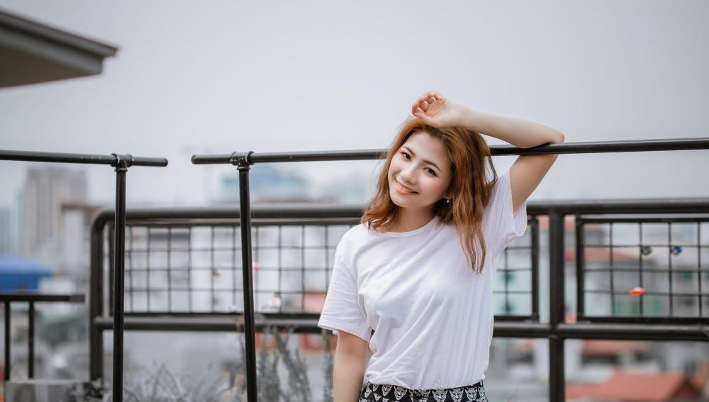 Chica con camiseta
