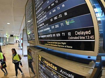 Vuelos con destino a Canarias retrasados en el Aeropuerto de Barajas el lunes