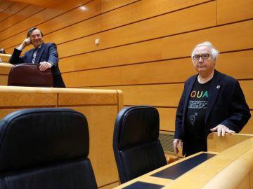 El ministro de Universidades, Manuel Castells, junto al senador del PP, Rafael Hernando