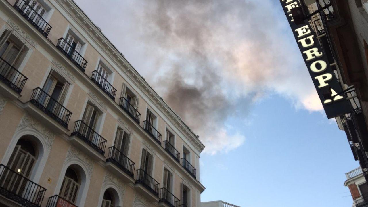 Columna de humo de un incendio en el centro de Madrid
