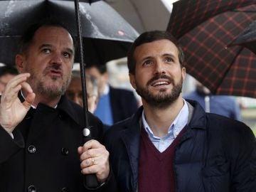 Imagen de Casado e Iturgaiz en el acto de presentación oficial del candidato de PP y Cs en Euskadi