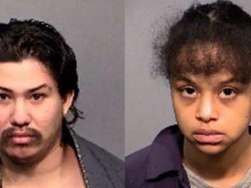 Imagen de los padres detenidos por encerrar a sus hijos en una armario sin comer