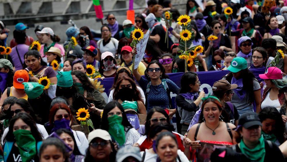 Miles de mujeres participan en la marcha del Día Internacional de la mujer en Guatemala