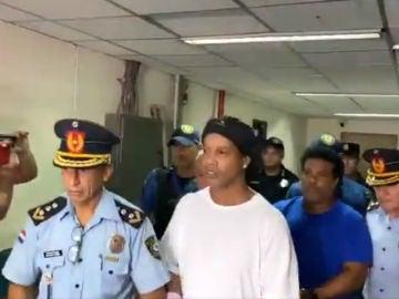 Ronaldinho, con la Policía paraguaya