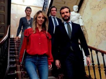 Pablo Casado, acompañado por la portavoz parlamentaria del Partido Popular, Cayetana Álvarez de Toledo