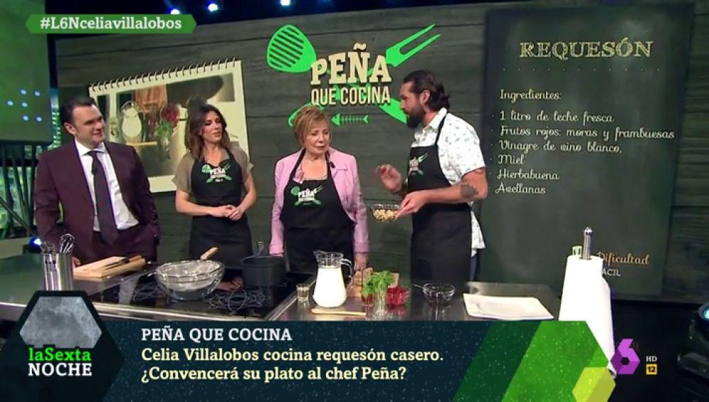 Celia Villalobos aprende con el chef Javier Peña a preparar requesón casero mientras analiza la actualidad